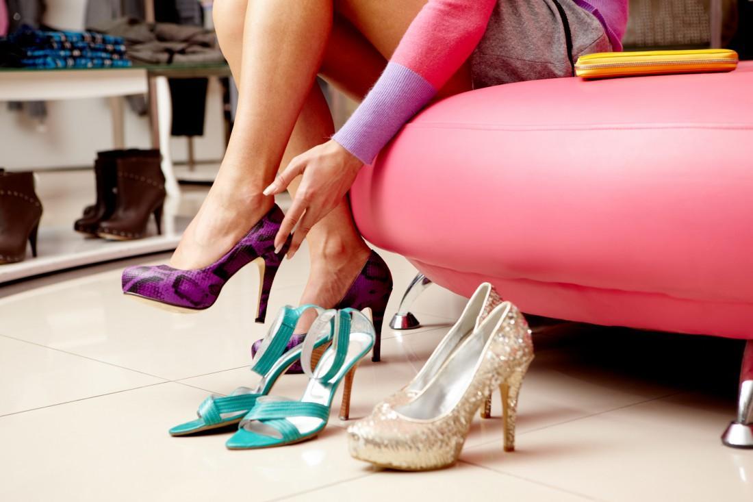 натирает задник обуви что делать