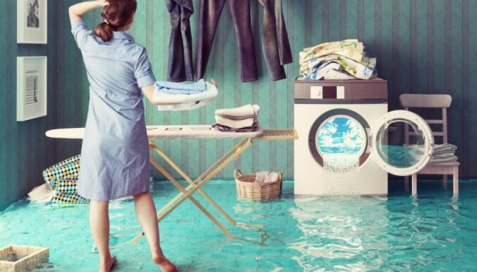 течет стиральная машина снизу при отжиме