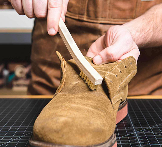 как-почистить-замшевую-обувь.