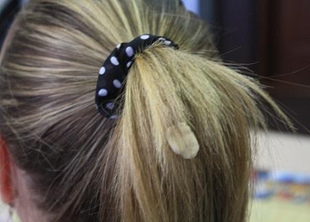 как-снять-жвачкус-волос