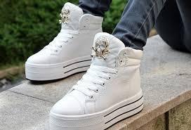 белые кроссовки пожелтели