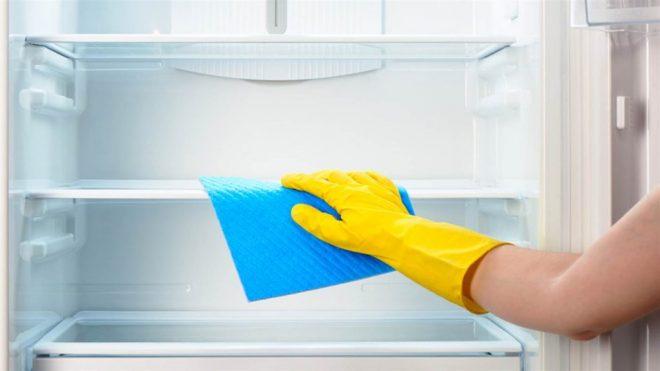 помыть холодильник с уксусом