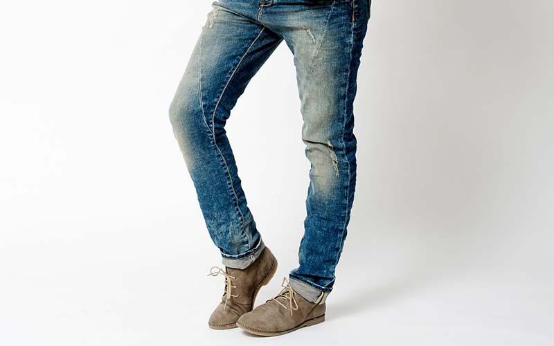 Фото: Модель джинс не требующая специально обработки после стирки