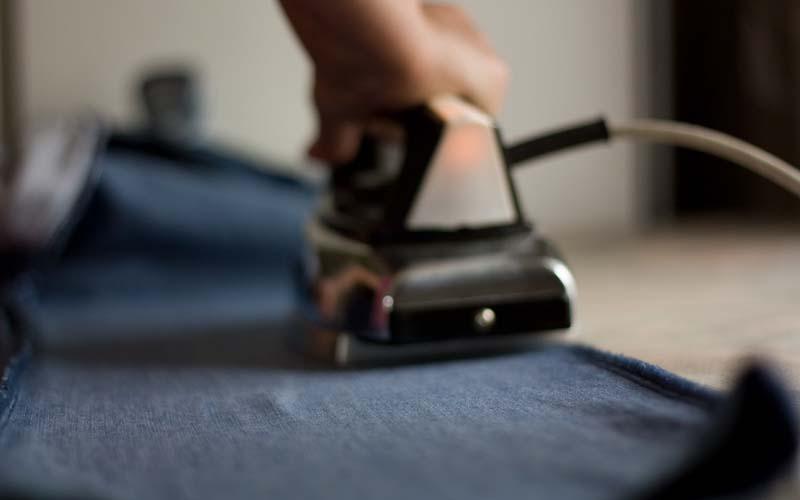 Фото: Желательно гладить изделие с изнанки