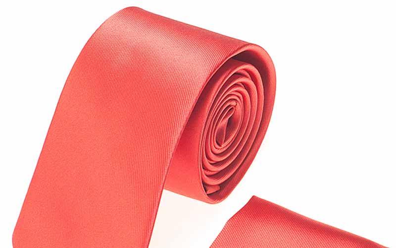 Фото: При отсутствии вешалки галстук сворачивается в рулон