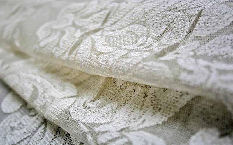 Фото: Хлопковые волокна легко выпрямляются под действием температуры