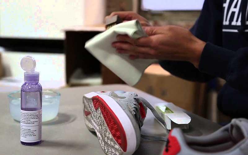 Фото: Кожаные кроссовки стирать в машине нельзя