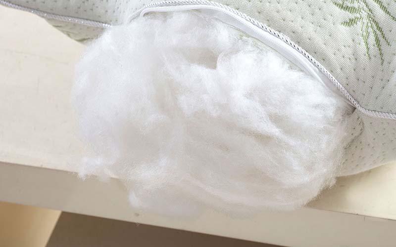 Фото: В процессе отжима лучше не скручивать подушку