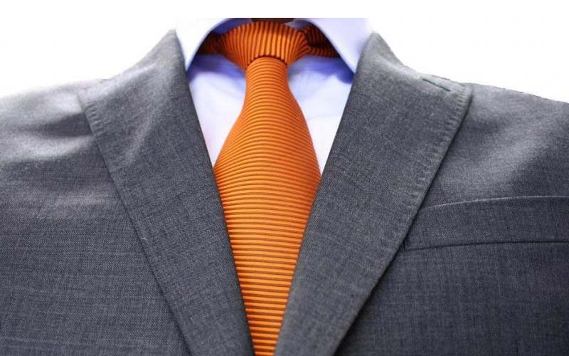 Фото: Тип ткани определяет способ стирки пиджака