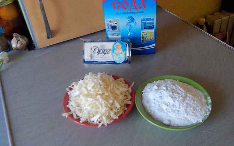 Фото: Сода и мыло используются для приготовления специального средства