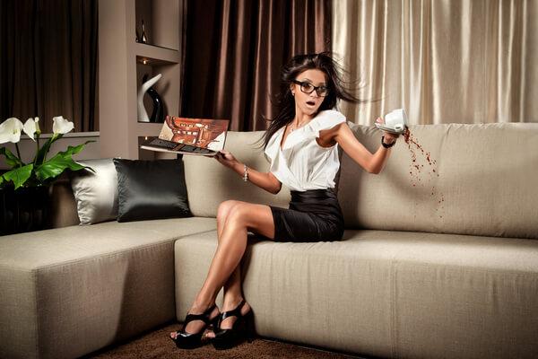 Как вывести пятно с дивана