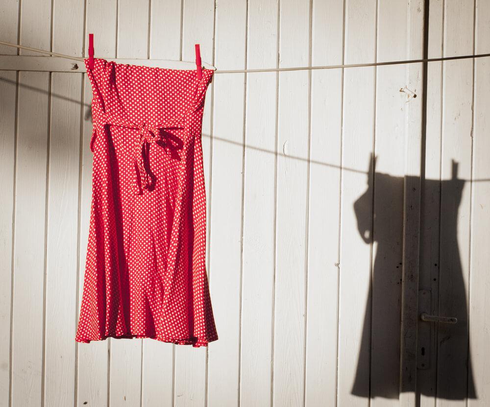 Если полиняло красно-белое платье
